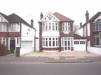 Fantastic 4 Double Bedroom Detached House Over looking Gunnersbury Park, Popes Lane W5 4NH