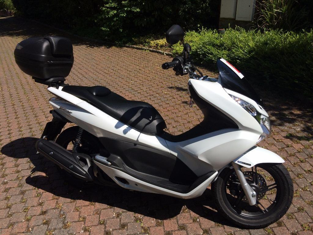 honda pcx 125 2014 reg scooter with top box only 70 miles in lightwater surrey gumtree. Black Bedroom Furniture Sets. Home Design Ideas