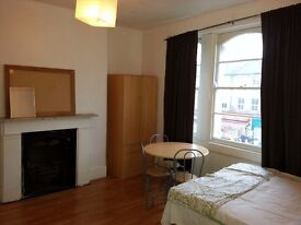 Shepherds Bush, 5min to Westfield, £115 per week, Double room, Prefer Girl , Close to underground