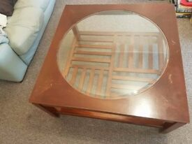 SQUARE TABLE WITH ROUND GLASS 40 INCH