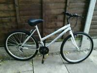 LADIES UNIVERSAL WILDTHING, 26, ALLOY WHEELS, GOOD TYRES,