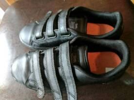 Lonsdale black school shoes size 2