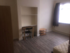 Large Double Room , Rosemary Avenue, Hounslow West TW4