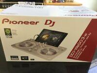 Pioneer DJ DDJ WeGO3-W. Decks