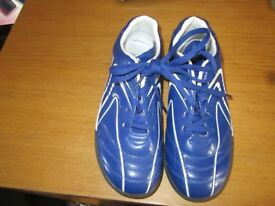 F&F blue trainers Used Once. Size 4 -REF- 1.155kga5-256-AC192290