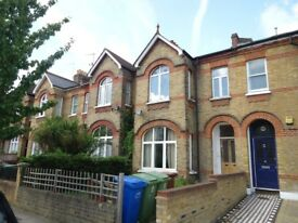 Spacious 2 Double bedroom flat close to Peckham Rye Pk and within 10 mins walk to Lordship Lane