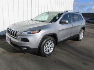 2016 Jeep Cherokee North V6 4WD 2 Left!!
