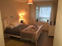 Really nice room, next to the train station and city centre of Horley. 2 min from the airport