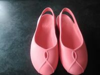 Coral pink Olivia ll Crocs in UK size 5. Worn couple hours only so are as new