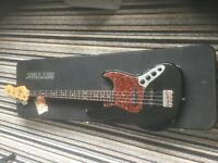 Deluxe FENDER active jazz bass in black and toitoise shell