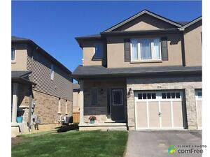 $519,900 - Townhouse for sale in Stoney Creek