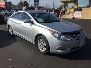 2013 HYUNDAI SONATA GLS- SUNROOF, HEATED SEATS, CRUISE CONTROL,