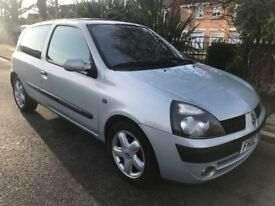 Renault Clio 1.2 petrol 1 YEARS MOT LOOK