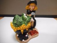 HALLOWEEN WITCH RESIN FIGURE NEW