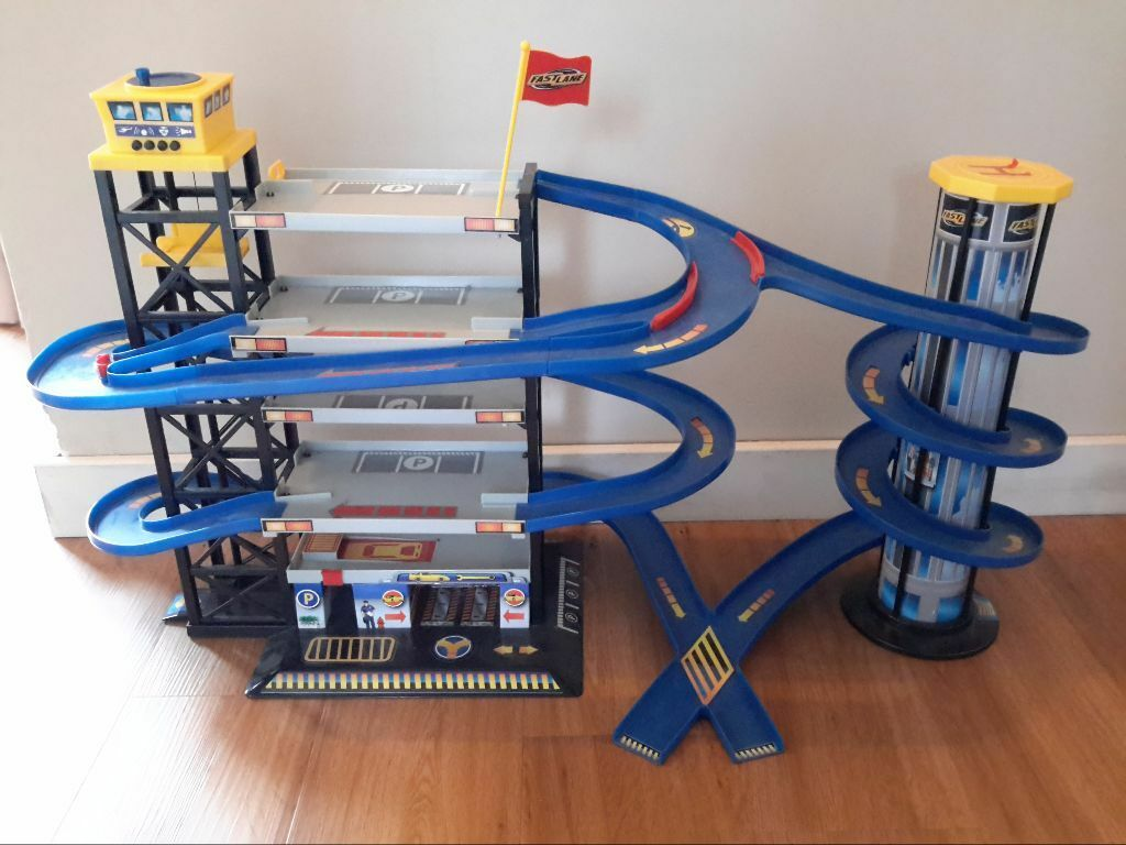 Kids fast lane parking garage toy age 3 10 in chandlers for Garage ad agde
