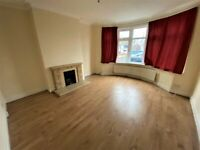Excellent condition 5 bedrooms House with 4 Toilets and bathrooms in Romford -- Company Let Allowed