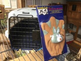 Pet carrier and new pet grooming glove, suit rabbits, guinea pigs, chickens and other poultry