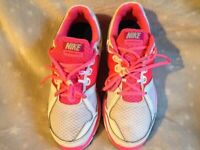 LADIES NIKE LUNAR FOREVER 2 TRAINERS IN A SIZE UK 4.5. LIKE NEW IN PINK AND WHITE.