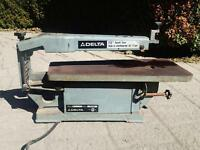 "DELTA 15"" Scroll Saw in great working condition"