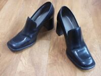 Ladies black leather shoes, size 3 and a half. £6