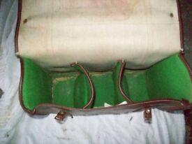 AN OLD SLAZENGER BOWLING BAG.