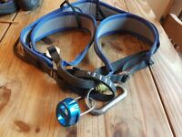 rock climbing harness, carabiner and belay - DMM Viper Medium