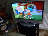 """sony bravia 40"""" lcd,hdmi,digital,freeview flat screen tv/remote/stand.in perfect working condition.."""