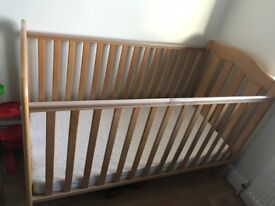 Mamas & Papas Eloise Cot/ Cot Bed with mattress