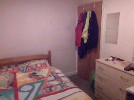 Fully furnished double bedroom in a four bedroom house in cathays