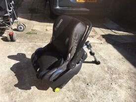 Maxicosy baby car seat and isofix base