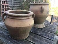 2 terracotta plant pots