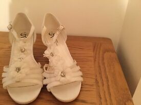 Bridesmaid or a flower Girl Shoes - size 4