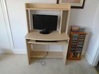 LIGHT WOOD EFFECT COMPUTER TABLE WITH PULL OUT SHELF FOR KEYBOARD