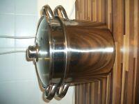 Large Pasta Pot/ drainer, pasta cooking pan. Ex Cond, better than pics show