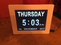Simple day date clock with day orientation reminder