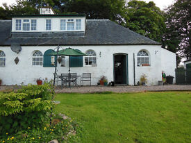 Attractive Farm Cottage in lovely situation Angus /Perthshire border 6 miles north of Alyth