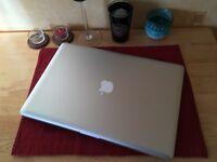 Apple MacBook Pro 15 inch | quad core i7 | 10GB | extreme 250GB SSD