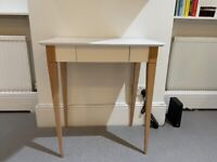 Compact desk in mint condition