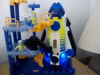 IMAGINEXT SPACE SHUTTLE/TOWER & 2 ASTRONAUTS.