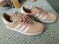 Adidas gazelle's size 5