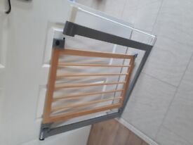 Lindam pressure fit stair gate