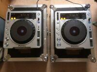 2 x Pioneer CDJ 800 MK2 with flight cases