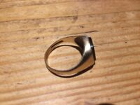 Mens vintage oval 9ct gold signet ring with onyx and 3 small diamonds, 4.5 g