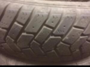 4 pneus d'hiver 155/80/13 Goodyear UltraGrip