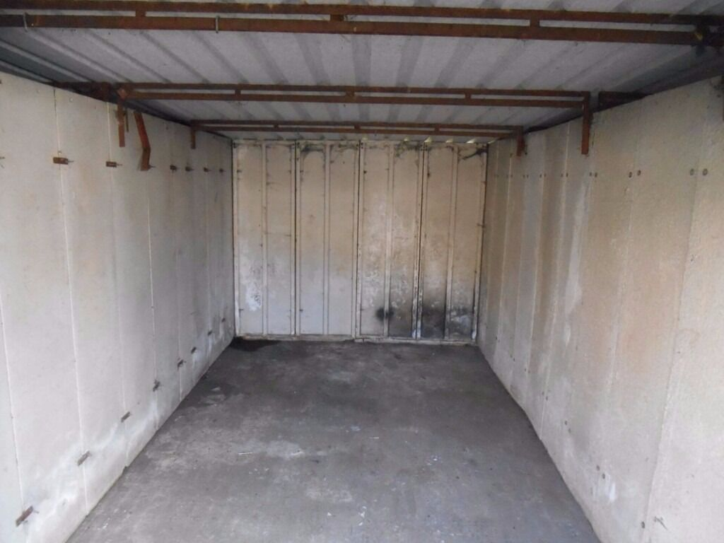 lock up garage to let in manchester | in middleton, manchester
