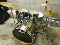 Immaculate a1 condition Pearl Forum drum kit inc Hardware & Cymbals