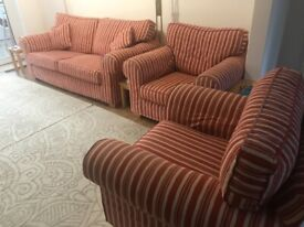 Lovely comfy 3 piece suite