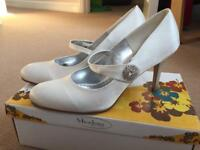 Ivory wedding shoes size 6