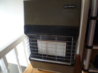 Gas heater with a bottle