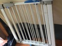 2 pressure fit stairgates